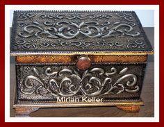 ESTÚDIO MIRIAN KELLER - Um jeito todo especial de fazer arte no metal ... (Metaloplastia): 4- ARCA DECORATIVA Jute Crafts, Metal Crafts, Pewter Art, Metal Embossing, Foil Art, Antique Boxes, Metal Artwork, Wood Boxes, Keepsake Boxes