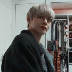 Seonsaengnim // Kim Taehyung - No Danbi! Bts Taehyung, Bts Bangtan Boy, Jimin, Daegu, Foto Bts, Kpop, Les Aliens, Bts Kim, V Bts Wallpaper