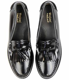 Brand: Bass Weejuns Key Points: Bass Weejuns 'Esther' Womens Handcrafted Kilted Loafers with cinche