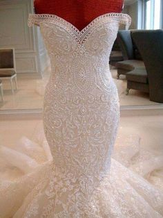 My perfect wedding dress with a cathedral veil to match!!!! Oh I absolutely love this off the shoulder/ lace/ sweetheart neckline/ mermaid dress!!!!!!! I'd look gorgeous in it!!!!!
