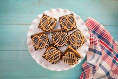 Sweet and salty, and inspired by a time-honoured ballpark snack, these decadent brownies are sure to satisfy. Canadian Dishes, Canadian Cuisine, Pretzel Crust Brownies, Baseball Desserts, Peanut Butter Pretzel, Interesting Recipes, Cookie Exchange, Sweet And Salty, Food Network Recipes