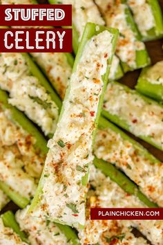 Italian Cream Cheese Stuffed Celery - Outrageously good with only 5 ingredients! A party favorite! Can make in advance and refrigerate until ready to serve. Celery, cream cheese, Italian dressing mix, mayonnaise, and mozzarella cheese. Celery Snacks, Celery Recipes, Celery Ideas, Chicken Recipes, Bacon Recipes, Keto Chicken, Yummy Appetizers, Appetizers For Party, Appetizer Recipes