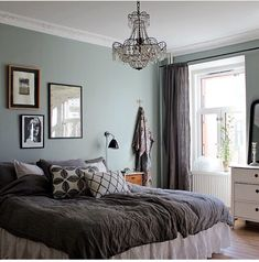 Pretty bedroom colors: light blue and dark gray Pretty Bedroom, Cozy Bedroom, Bedroom Inspo, Bedroom Colors, Dream Bedroom, Bedroom Decor, Beach Bedding Sets, Home Wallpaper, Beautiful Interiors