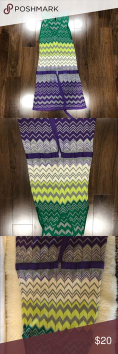 BCBGMAXAZRIA Knit zig zag dress Perfect dress for going out or as a cover up. Size XS .Used 3 times. In excellent condition. No tears, no rips... exactly as new. Be sure to check my closet for discounts. BCBGMaxAzria Dresses Midi