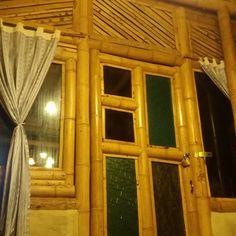 CONSTRUCCION CON GUADUA – GUADUA BAMBU COLOMBIA Space Saving Shoe Rack, Bamboo House Design, Bamboo Building, Bamboo Furniture, Diy Furniture, Interior Design Living Room, Interior Livingroom, Kitchen Interior, Bamboo Construction