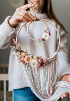 Dreamy boho wall decorations for the kids room – Paul & Paula – cumpleaños - DIY Blumen Diy Wall Decor, Wall Decorations, Art Decor, Beach Bedroom Decor, Macrame Wall Hanging Diy, Floral Hoops, Dream Catcher Boho, Dream Catchers, Diy Arts And Crafts