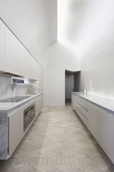 Indigo Slam is a minimal house located in Chippendale, Australia, designed by Smart Design Studio. Design Studio, Küchen Design, House Design, Design Elements, Smart Design, Kitchen Interior, Kitchen Decor, Kitchen Staging, Room Interior