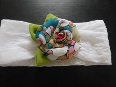 Tiara para bebê branca, confeccionada em meia de seda, com flor de voal...um charme!!! R$ 13,00