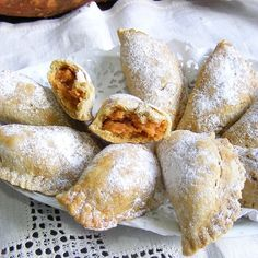 Ive been craving these!Sweet potato empanadas j] Savoury Baking, Latin Food, Desert Recipes, International Recipes, I Love Food, Mexican Food Recipes, Spanish Recipes, Food Inspiration, Sweet Treats