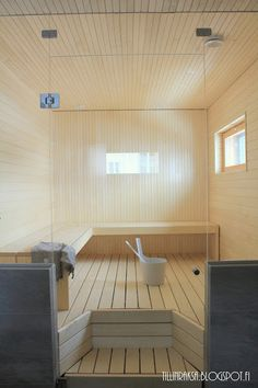 TillinTalo: Esittelyssä: Itse tehty sauna Swedish Sauna, Finnish Sauna, Bathroom Toilets, Washroom, Sauna Design, Saunas, Relaxing Bath, Condo, Spa