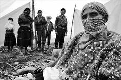 Zapatistas en el caracol de Oventik,  Los Altos, Chiapas, 1996  - foto por Emiliano Thibaut http://emilianothibaut.com/