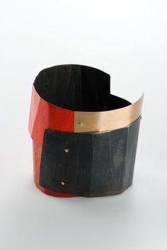 Aritmia - 2006 Bracciale ferro, pigmento, oro 18kt  Lucia Massei