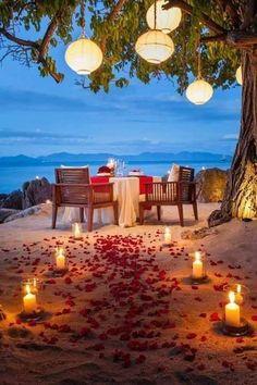 Stylish Fabulous DIY Outdoor Lights Ideas For Valentine's Day Romantic Surprise, Romantic Beach, Romantic Night, Romantic Dates, Romantic Ideas, Romantic Dinner Tables, Romantic Dinners, Romantic Dinner Setting, Valentines Date Ideas
