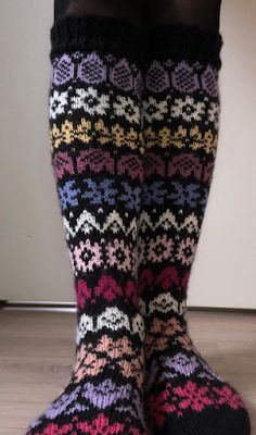 Crochet Socks Pattern, Knitting Socks, Leg Warmers, Crafts, Fashion, Sock Knitting, Socks, Dots, Wrist Warmers