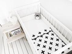 Babyblanket crosses door LiefsBydo op Etsy https://www.etsy.com/nl/listing/236214688/babyblanket-crosses