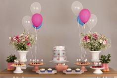 Kit Prático para locação para uma mesa simples e bonita nas cores rosa e branco. Ideal para chá de bebê, batizado, festas de menina.  Contém vasos, suportes para doces e boleira!  Retirada e Devolução dos itens em nosso showroom no Bairro Novo Cambui em Campinas/SP