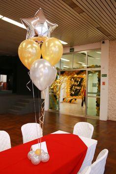 Arranjo de balões para mesa de convidados Festa no DRE de Campo Limpo - Baile de Máscaras  Crédito: Painel, Arcos e Máscaras: L's Balões Arranjos de Mesa e Arranjos de chá: Balão Cultura #bailedemascara #balaocultura #balãocultura #arranjodebaloes #bouquetdebalões #bailedemascara #festademascara #iloveballoon #qualatex #decoracaodeanonovo #anonovo #newyearballoon #ClubeAtléticoIndiano