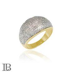 Anel clássico folheado a ouro com micro zircônias brancas.
