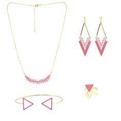 Boucles d'oreilles collier bagues et bracelet jong de formes géométriques émaillés vieux rose