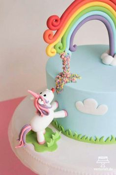 Einhorntorte mit Regenbogen und Confetti mit passender Bildanleitung Unicorn cake with rainbow and confetti with matching picture instructions Beautiful Cakes, Amazing Cakes, Unicorn Foods, Unicorn Cakes, Unicorn Cake Topper, Bolo Cake, Cake Pictures, Crazy Cakes, Unicorn Birthday Parties