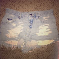 Super cute High-Waited shorts Very cute for summer attire. So comfortable!! Would be adorable with a crop top. Offers accepted Lee Shorts Jean Shorts