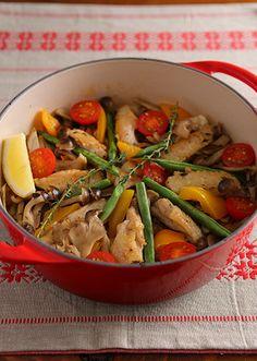 ひとつの鍋で作れるから意外に簡単! お鍋をそのまま食卓へ。ル・クルーゼでよりご馳走に! 秋の恵み満載のパエリアは、ル・クルーゼで秋の香りを閉じ込めました♪