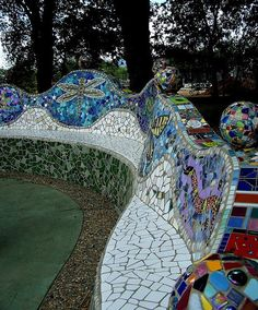 Beautiful retaining wall with Mosaic bench at the base Mosaic Bathroom, Mosaic Wall, Mosaic Tiles, Mosaic Crafts, Mosaic Projects, Mosaic Pots, Mosaic Glass, Parc A Theme, Mosaic Furniture