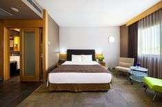 Point Hotel Management Executive Room, Guest Rooms, Convention Centre, Organizing Ideas, Management, Bed, Furniture, Home Decor, Guest Bedrooms