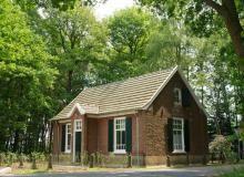 DE OUDE ZONDASCHOOL Vakantiehuis in het bos bij Aalten, Achterhoek | bijzondere-adresjes.nl