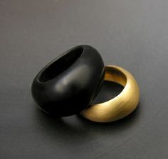 Gold | ゴールド | Gōrudo | Gylden | Oro | Metal | Metallic | Shape | Texture | Form | Composition | black coral and gold band set by matin