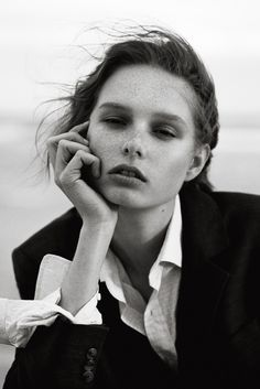 fashion editorials, shows, campaigns & more!: young blood: grace simmons by alex alvarez for hunger tv! Hunger Magazine, Images Instagram, Fashion Gone Rouge, Street Portrait, Young Blood, Peter Lindbergh, Beach Portraits, Fashion Photography Inspiration, Tomboy Fashion