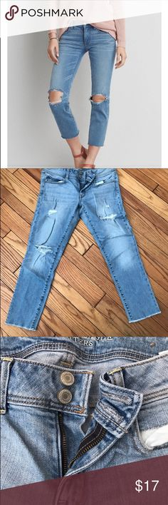 AEO Crop Denim Jeans I recently bought these from another posher and have sadly realized I'm no longer a size 8. Can't fit these at all. Asking price to get back what I paid. ❤💗 American Eagle Outfitters Jeans Ankle & Cropped