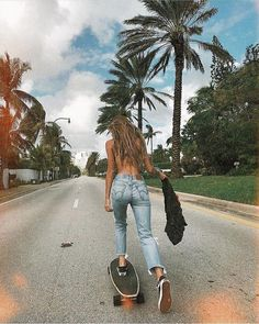 T/n: chica de 20 años, mexicana, vivías en México pero cuando cumplis… #romance # Romance # amreading # books # wattpad Skateboard Tumblr, Skateboard Girl, Skateboard Clothing, Skateboard Pictures, Surfer Girls, Surfer Girl Hair, Fitness Queen, Surfergirl Style, Longboard Cruiser