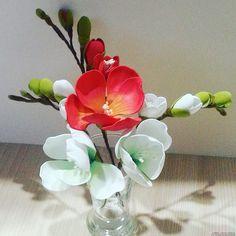 Этот подробный мастер-класс создания цветов из фоамирана своими руками с фото и описанием научит как создать веточку фрезии.. Фото №1