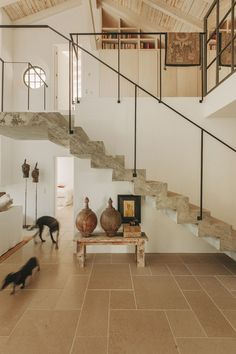 Jo's favourite hallways, foyers and stairs 2018 – part 1 - White and Kaki Home Interior Design, Interior Architecture, Interior And Exterior, Interior Decorating, Casa Wabi, Mediterranean Style Homes, Staircase Design, Beautiful Homes, Beautiful Beach