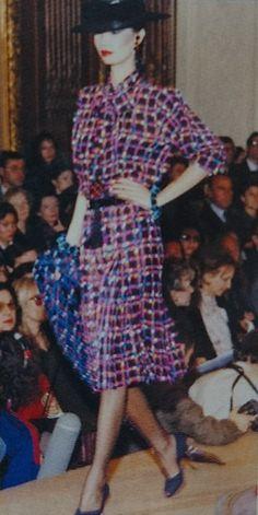 Janvier 1982. Haute couture été 1982. L Officiel 1000 modèles.