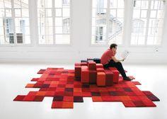 #excll #дизайнинтерьера #решения Главный козырь этого законодателя мод в области дизайна ковров и декоративного текстиля — авторский дизайн, оригинальные идеи, яркие расцветки и броские орнаменты.