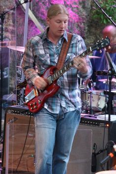 Derek Trucks …what a phenom….this is a great pic. Derek Trucks Band, Tedeschi Trucks Band, Slide Guitar, Allman Brothers, Great Pic, Gibson Les Paul, Blues Rock, Blue Band, Playing Guitar