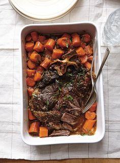 Ricardo& recipe: Braised Beef with Onions Pork Recipes, Cooking Recipes, Recipies, Healthy Cooking, Healthy Recipes, Healthy Food, Confort Food, Ricardo Recipe, Beef Cheeks