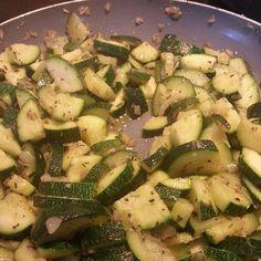 #zucchini #olivenöl #kräuter #zwiebeln #vegan #glutenfrei #glutenfree #senzaglutine