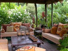 Parfois, la nature entoure littéralement le patio au complet. On crée une sorte d'intimité qu'on ne ... - inspirationseek.com