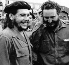 Uma rara foto de Che Guevara e Fidel Castro juntos.