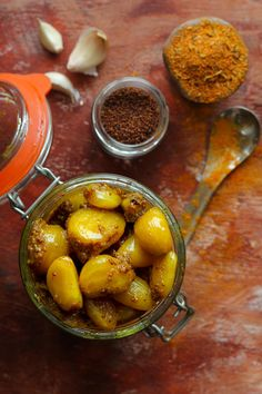 Garlic Pickle Recipe Indian, How To Store Garlic, Vegetarian Recipes, Healthy Recipes, Healthy Food, Pickled Garlic, Easy Indian Recipes, Powder Recipe, Good Food