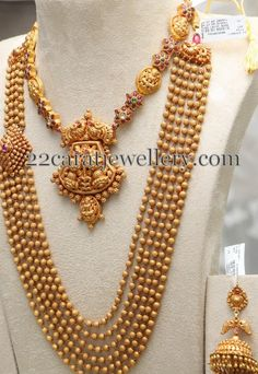 Gold Balls Set with Choker by PMJ - Jewellery Designs Indian Wedding Jewelry, Indian Jewelry, Bridal Jewelry, Indian Weddings, Indian Bridal, Ethnic Jewelry, Indian Jewellery Design, Jewelry Design, Antique Jewellery