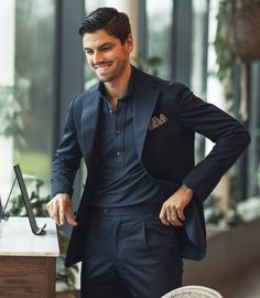 Popover shirt with navy cotton suit. Wide lapels, patch pockets, unconstructed shoulders and unlined jacket (but thats up to you). Navy Dress Outfits, Blazer Outfits Men, Stylish Mens Outfits, Mature Mens Fashion, Suit Fashion, Classy Suits, Cool Suits, Suit Up, Elegantes Outfit