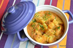 Papricaș de pui cu smântână și găluște - rețeta ardelenească de familie | Savori Urbane Curry, Meat, Ethnic Recipes, Food Ideas, Red Peppers, Curries