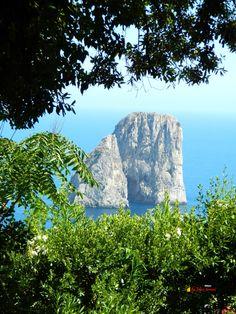 Capri- Faraglioni panorama,Nikon Coolpix L310, 18.6mm,1/500s, ISO125, f/4.5 201507151511