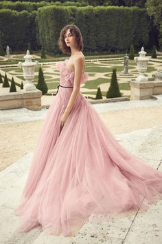 Monique Lhuillier Spring 2019 Ready-to-Wear By: Lourdes Mestre – Editor-in-Chief – FashionWeek.Pro – August 2018 Let Them Eat Cake: Monique Lhuillier's Whimsical French… Shrug For Dresses, The Dress, Prom Dresses, Formal Dresses, Wedding Dresses, Dress Prom, Dress Long, Strapless Dress, Couture Mode