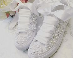 Luxury all white Converse pearl sparklers / White All over converse / Bridal converse / Wedding converse / Pearl converse Unsere sehr spezielle Luxus Perle Converse Wedding Shoes, Wedding Sneakers, Wedge Wedding Shoes, Wedding Boots, Bridal Shoes, Wedding White, All White Converse, Converse Wedge, Zapatos Bling Bling