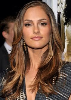 Actress Minka Kelly looks radiant and glamorous with her hair in chic caramel brown layers. This warm hair colour is flattering for most complexions, and it easily brightens dull skin tones. Add a few streaks of dark golden brown for a shimmery final touch.